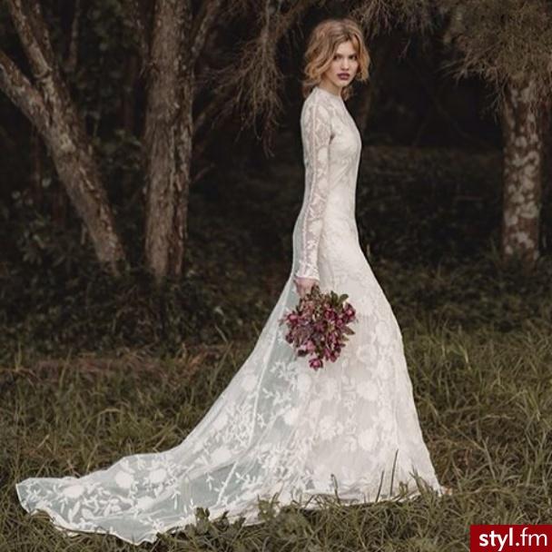 4477a709fd Koronkowe suknie ślubne - katalog najpiękniejszych modeli