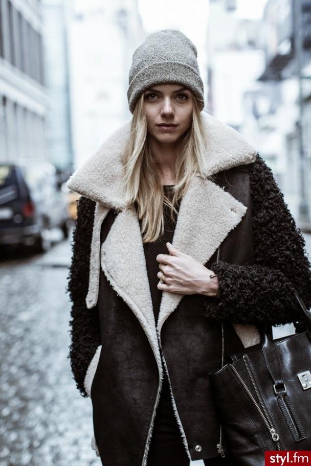 Dlaczego warto? Bo wszystkie kurtki zimowe dostępne w 50style są doskonale wykonane, ciepłe i wodoodporne. Właśnie takiego okrycia wierzchniego potrzebujesz na chłodne, zimowe dni! Stylowa puchówka. Jednym z największych hitów sezonu są zdecydowanie puchowe kurtki zimowe.