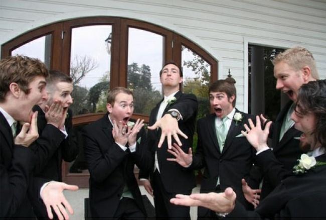 Jak kobiety reagują na wieść o zaręczynach przyjaciółki...