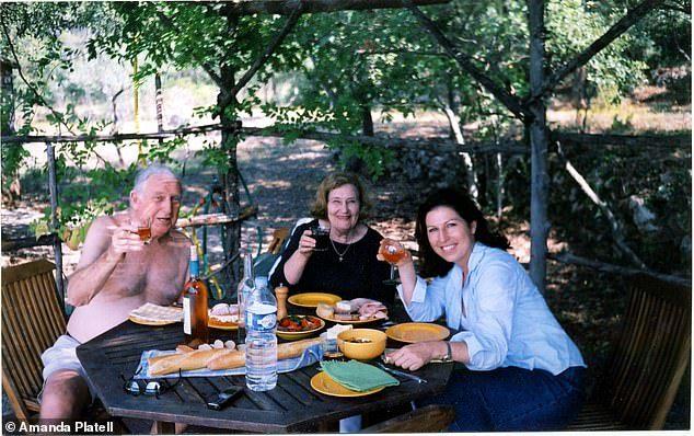 Amanda Platell z rodzicami...