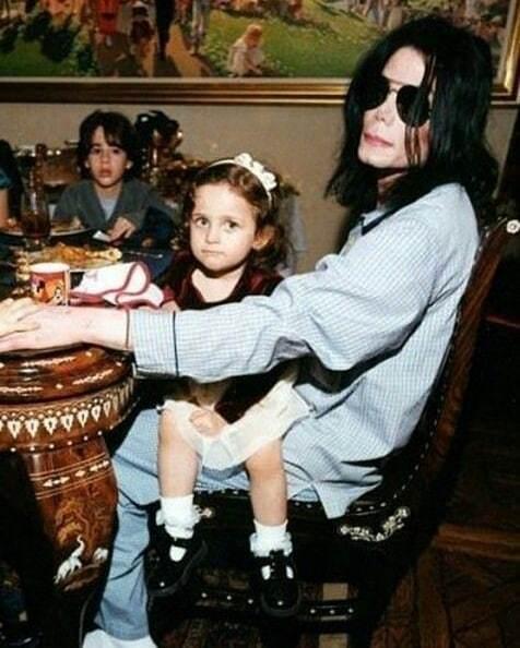 Michael Jackson ożenił się z Debbie, bo ta obiecała mu dzieci. Zobaczcie zdjęcia tej dziwnej rodziny...