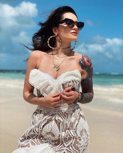 Zobaczcie Ewelinę Lisowską w białym bikini!