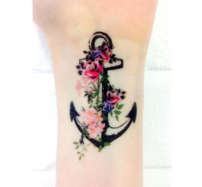 Mały Tatuaż Z Kotwicą Modne I Urocze Wzory Dla Dziewczyn