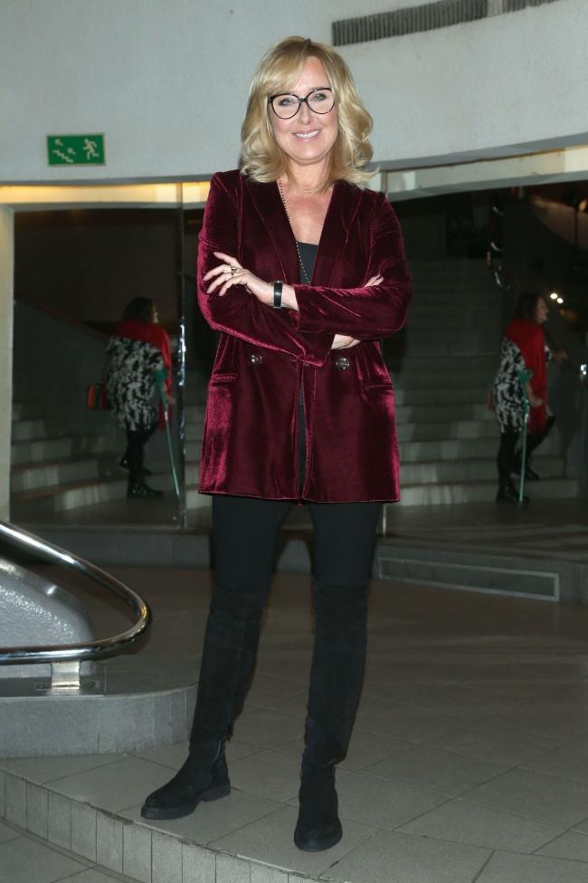 2ee94c17716ff Czy welurowe ubrania są ciągle modne? Agata Młynarska pokazuje, jak ...