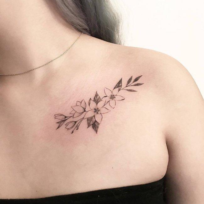 Tatuaże Na Obojczyk 20 Inspirujących Wzorów Dla Dziewczyn