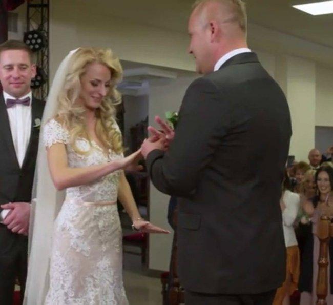 Anita i Adrian wzięli ślub cywilny na oczach kamer! Czyżby szykował się drugi ślub? Zobaczcie zdjęcie DRUGIEJ sukni ślubnej!