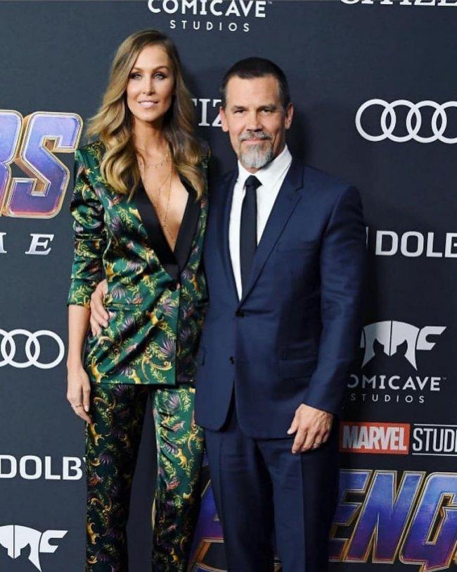 Kathryn Boyd, żona Josha Brolina, filmowego Thanosa, w jedwabnym komplecie chciała zapewne wyglądać szykownie i seksownie, lecz naszym zdaniem..