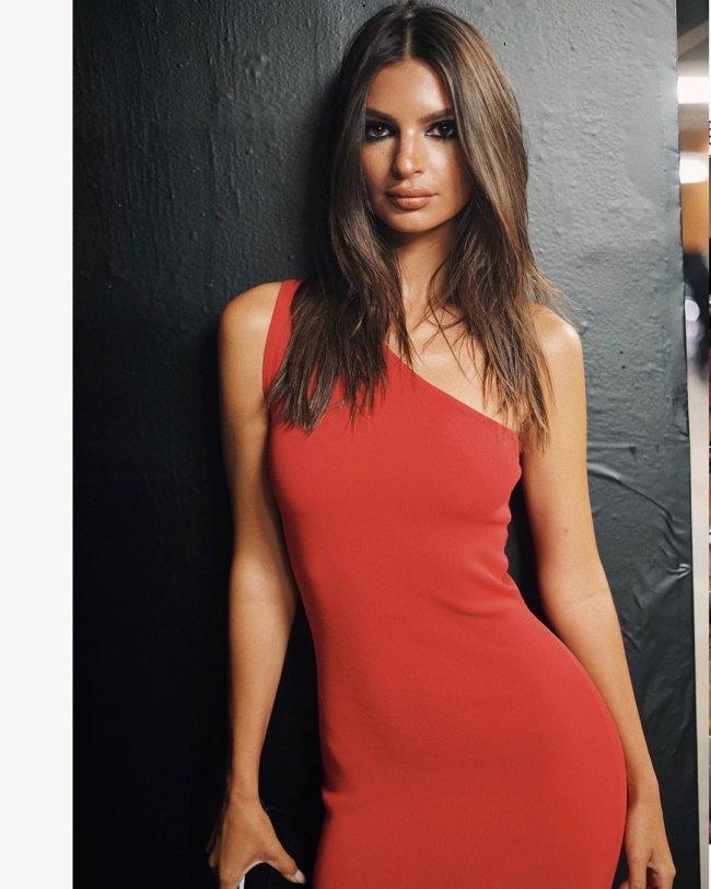 Emily Ratajkowski w sukience Zary