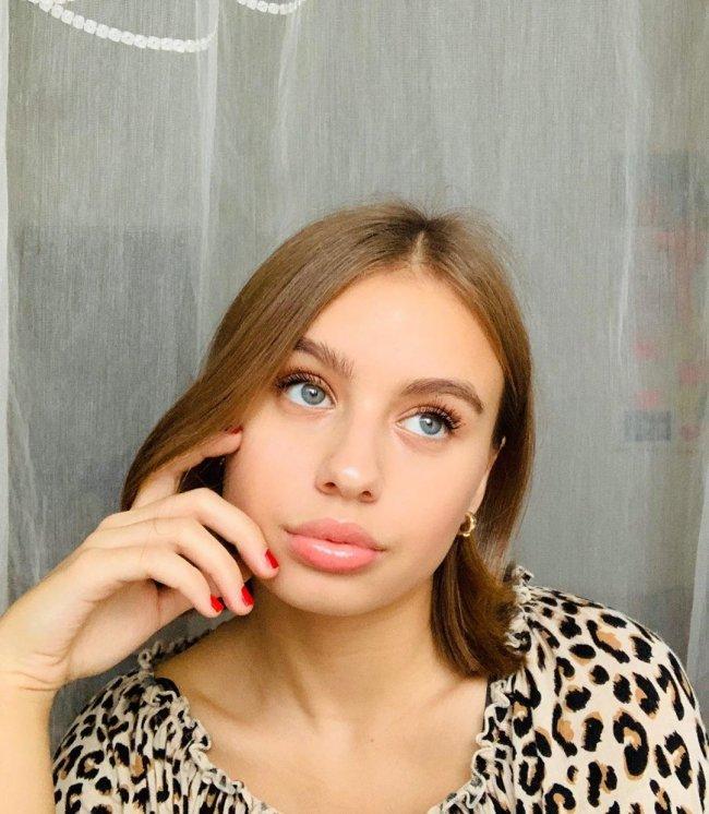 Oliwia Bieniuk coraz chętniej otwiera się na świat show-biznesu.